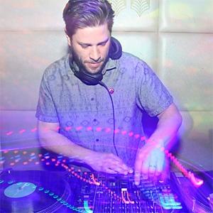 DJ Fox image